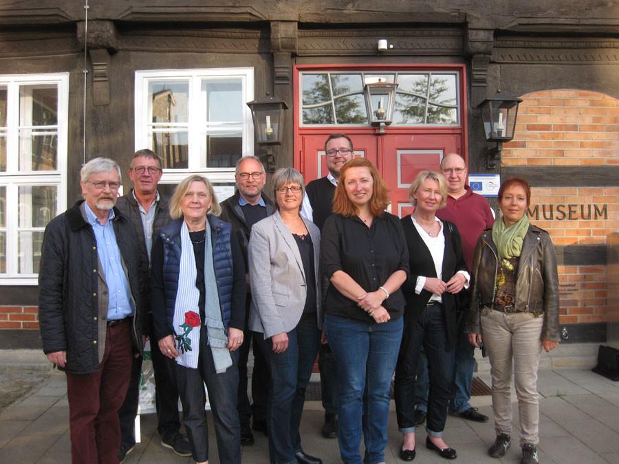 SPD-Kreistagsfraktion vor dem Museum Nienburg