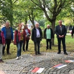 Mitglieder des SPD-Unterbezirksvorstands und der SPD-Kreistagsfraktion besuchen gemeinsam mit Martin Guse den Friedensplatz der Gedenkstätte Pulverfabrik Liebenau e.V.