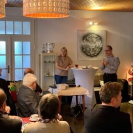 Marja-Liisa Völlers & Grant Hendrik Tonne diskutieren mit Mitgliedern sowie Bürgerinnen und Bürgern